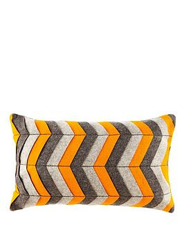 graphic-broken-line-cushion