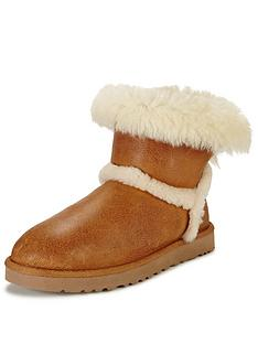 ugg-australia-airehart-exposed-shearling-boot