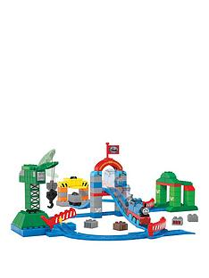 mega-bloks-thomas-and-friends-zooming-along-at-brendamnbspdocks