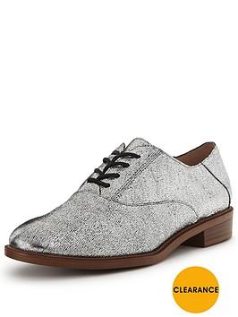 clarks-taylor-beauty-leather-brogue-shoe