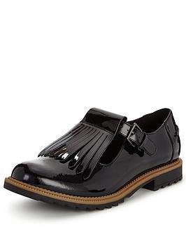 clarks-griffin-mia-tassle-brogue-shoe