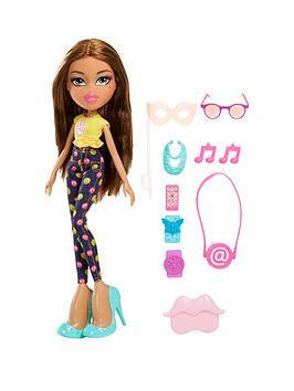 bratz-selfiesnaps-doll--yasmin
