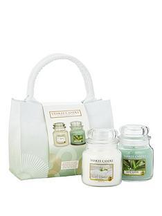 yankee-candle-2-classic-medium-jar-candle-bag