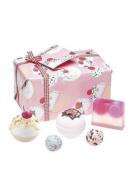 bomb-cosmetics-bath-bomb-cherry-bathe-well-gift-set