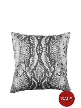 snakeskin-cushion