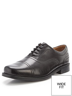 clarks-beeston-cap-lace-up-wide-fit-shoes