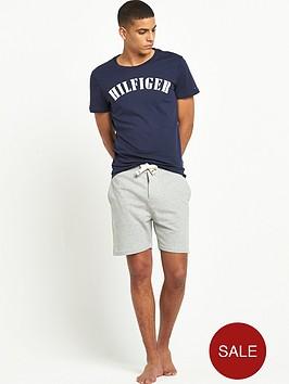 tommy-hilfiger-logo-t-shirt