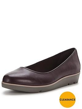 clarks-evie-buzz-ballerina-shoe