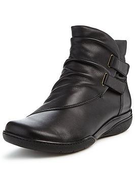clarks-kearns-garden-flat-ankle-boot