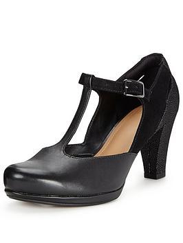 clarks-chorus-gia-t-bar-heeled-shoe-black