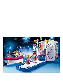 playmobil-city-life-model-with-catwalk