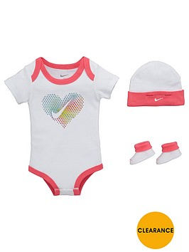 nike-baby-girls-pop-heart-gift-set