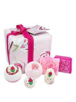 bomb-cosmetics-rose-garden-gift-set