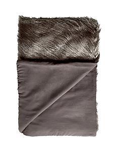 luxury-faux-fur-throw
