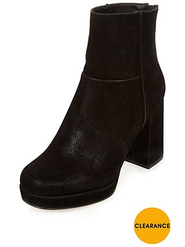 river-island-chunky-high-platform-boot