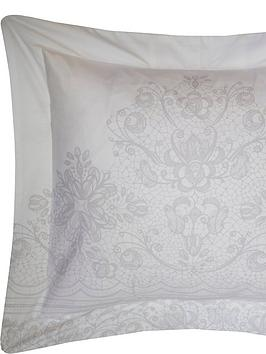 holly-willoughby-ivanbspcushion