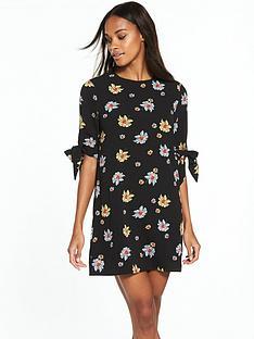 fashion-union-tom-floral-shift-dress