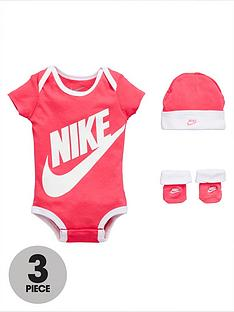 nike-baby-girl-3-piece-futura-gift-set