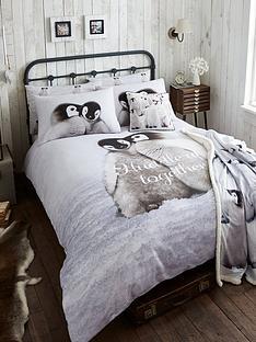 catherine-lansfield-snuggly-penguin-100-cotton-christmas-duvet-cover-set