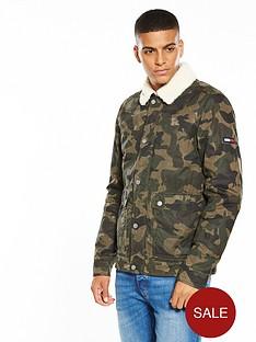 tommy-jeans-camo-sherpa-jacket