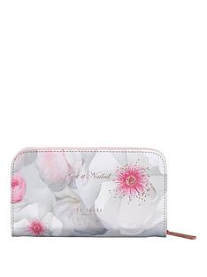 ted-baker-manicure-set-chelsea-border