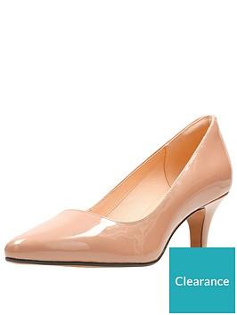 clarks-isidora-faye-mid-heel-court-shoe-nude-patent