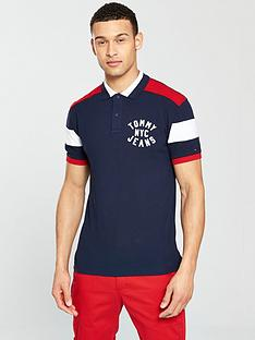 tommy-jeans-nyc-badge-polo