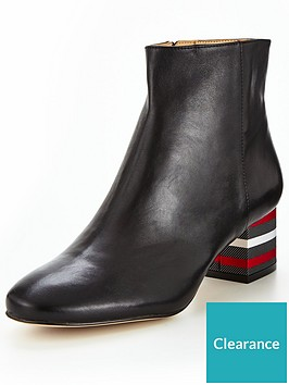 katy-perry-the-quin-ankle-boots-blacknbsp