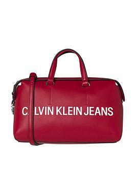 de Jeans Calvin barril Klein Bolso logo esculpido Scarlet de con XOvOqYxfw