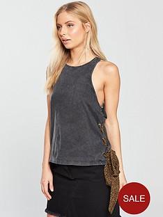 noisy-may-elain-sleeveless-side-tie-top-black-wash
