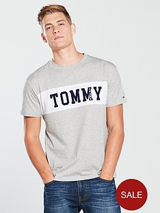 tommy-jeans-panel-logo-t-shirt