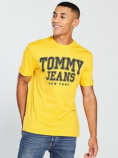 tommy-jeans-essential-college-t-shirt