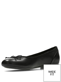 clarks-wide-fit-couture-bloom-ballerina-black