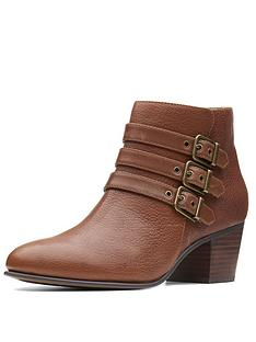 clarks-maypearl-rayna-ankle-boot
