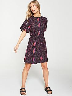 v-by-very-angel-sleeve-tea-dress-snake-print