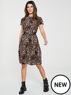v-by-very-leopard-plisse-dress-print