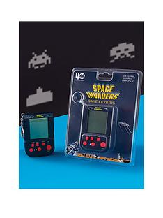 space-invaders-retro-game-keyring