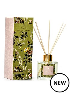 oasis-home-leighton-geranium-and-tuberose-boxed-candle