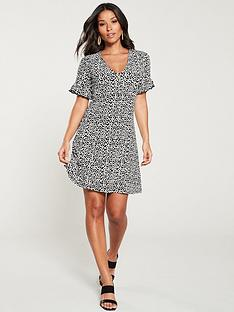 v-by-very-textured-crinkle-tea-dress-blackwhite