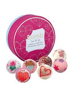 bomb-cosmetics-love-me-do-creamer-bath-bomb-gift-set