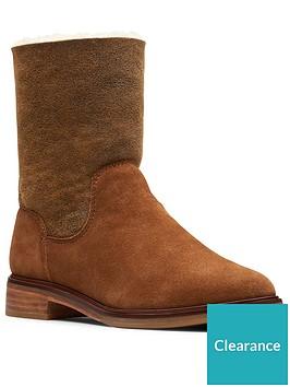 clarks-clarkdale-ax-calf-boot-dark-tan