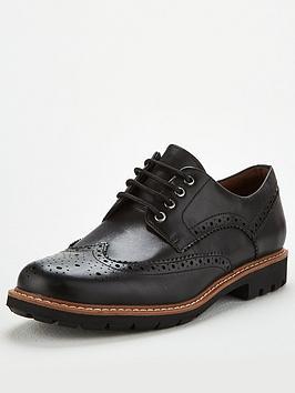 clarks-batcombe-wing-shoe-black