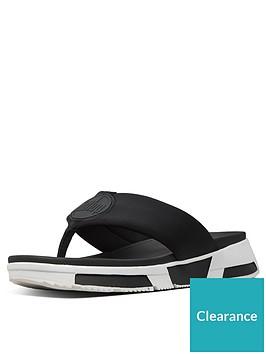fitflop-sporty-logo-toe-thong-flip-flops-black