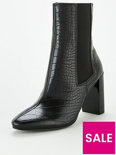 michelle-keegan-daffy-heeled-chelsea-boots-black