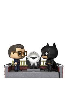 pop-pop-movie-moment-batman-80th-with-light-up-bat-signal