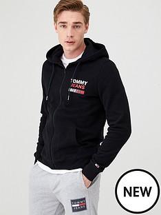 tommy-jeans-essential-graphic-hoodie-black