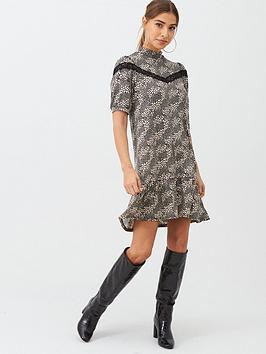 v-by-very-lace-insert-printed-curved-hem-dress-star-print