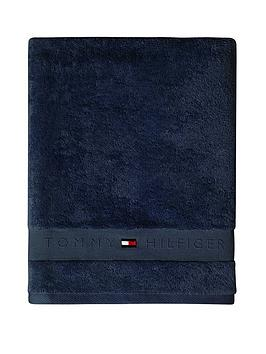 tommy-hilfiger-legend-towel-in-navy
