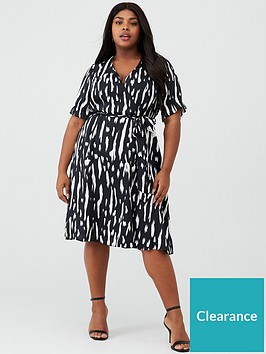 v-by-very-curve-printed-wrap-front-dress-mono