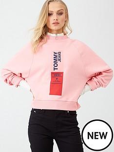 tommy-jeans-vertical-logo-sweatshirt-pink